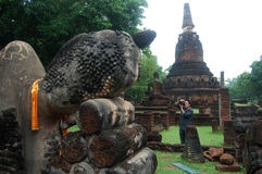 Fotograf an den historischen Park-Aronstäben Kamphaeng Phet Lizenzfreie Stockfotos