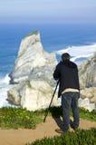 Fotograf an der Küstenlinie Stockfoto