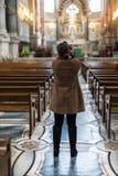 Fotograf in der Kirche Lizenzfreies Stockfoto