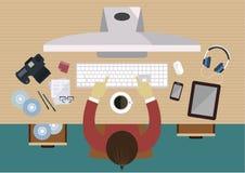 Fotograf, der an seinem Computer am Schreibtisch, Draufsichtausrüstungen für Arbeit über Tabelle wie Kamera, Computer, Mobiltelef lizenzfreie abbildung