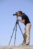 Fotograf in der Wüste Taklamakan Stockfotografie