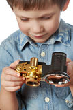 Fotograf des kleinen Jungen mit Retro- Kamera Stockbilder
