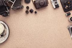 Fotograf Desk Fotografarbetsplats Fotografurklippsbok Tradional fotografi kontakter Rulle av filmer Arkivbild