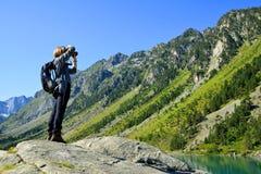 Fotograf am Gaube See Hautes Pyrenäen, Frankreich lizenzfreie stockfotografie