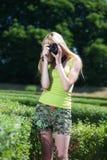 Fotograf i park Royaltyfria Bilder