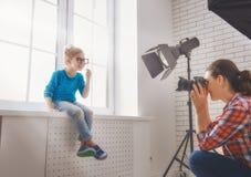 Fotograf i rörelse Fotografering för Bildbyråer