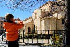 Fotograf i Segovia med den kompakta kameran Royaltyfri Bild