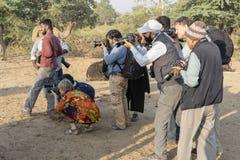 Fotograf machen Fotos am Pushkar-Kamel Mela, Pushkar-Kamel-Messe, Indien Viele Fotografen kommen aus der ganzen Welt zu stockbilder