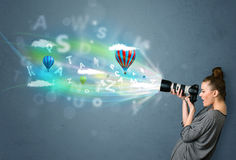 Fotograf med kameran och abstrakt imaginärt Royaltyfri Fotografi