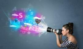 Fotograf med kameran och abstrakt imaginärt Royaltyfria Foton