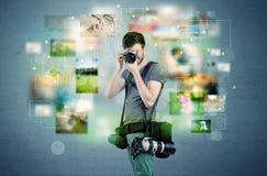 Fotograf mit Bildern von der Vergangenheit Lizenzfreie Stockfotografie