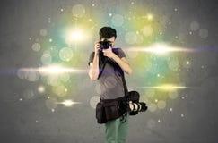 Fotograf mit Blinklichtern Stockfotos
