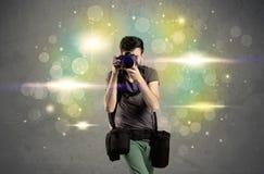 Fotograf mit Blinklichtern Lizenzfreie Stockbilder