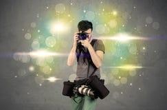 Fotograf mit Blinklichtern Stockbilder
