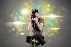 Fotograf mit Blinklichtern Stockfoto
