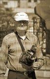Fotograf mit dem alten Kameraschießen im Freien, Damaskus, Syrien Lizenzfreie Stockfotos