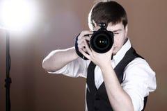 Fotograf mit Kamera Lizenzfreie Stockfotos