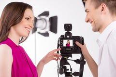 Fotograf och modell. Royaltyfri Fotografi