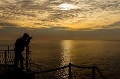 Fotograf på sjösidan Arkivbild