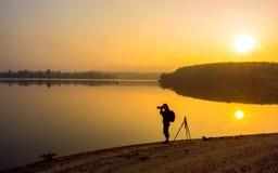 Fotograf przy jeziorem Obrazy Stock