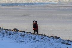 Fotograf som ut ser på den iskalla New Bedford hamnen Fotografering för Bildbyråer