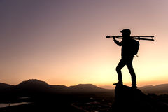 Fotograf und der Sonnenuntergang am Gipfel Lizenzfreies Stockbild