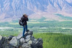 Fotograf w górach biegunowy Ural zdjęcia stock