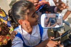 Fotograf w rearview lustrze Zdjęcie Royalty Free
