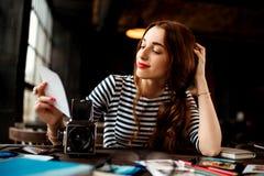 Fotograf Working Royaltyfria Bilder