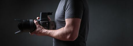 Fotograf z średnią format kamerą fotografia stock