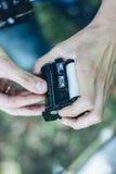 Fotografa formata ładowniczy średni film w film z powrotem Zdjęcie Stock
