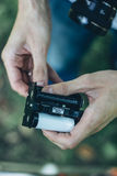 Fotografa formata ładowniczy średni film w film z powrotem Zdjęcia Stock
