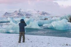 Fotografa lodowa mknący lód w Jökulsà ¡ rlà ³ n lagunie, Iceland zdjęcia stock