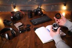 Fotografa ` s biurko, cyfrowej kamery akcesoria zdjęcie royalty free