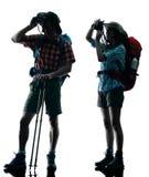 Fotografare della siluetta del trekker delle coppie Fotografie Stock Libere da Diritti