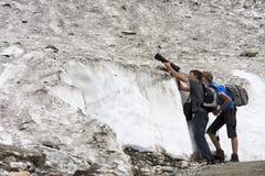 Fotografare gli amici in valle di Koednitz, l'Austria Immagini Stock