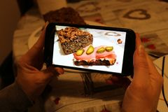 Fotografare i panini su un pane integrale immagini stock