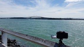 Fotografare il ponte del porto di Auckland fotografia stock