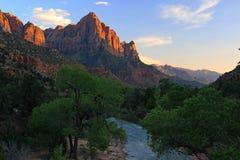 Fotografare la guardia notturna, il picco più iconico in Zion National Park fotografia stock