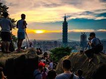 Fotografen bei Sonnenuntergang, Taipeh, Taiwan stockfotografie