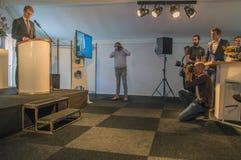 Fotografen die Beelden maken bij Almere-Nederland 2018 Het openen na zich het bewegen van Utrecht aan Almere-Stadsnederland royalty-vrije stock foto's
