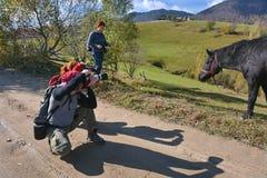 Fotografen die een paard schieten royalty-vrije stock afbeelding