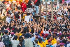 Fotografen en Mensen die Beelden van Kumari nemen in Indra Jatr royalty-vrije stock fotografie