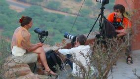 Fotografen machen Fotos der Antenne stock video footage