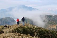 Fotografen nemen beelden van de Meteora-bergen, Griekenland Royalty-vrije Stock Afbeeldingen