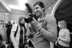 Fotografen op de kunsttentoonstelling royalty-vrije stock afbeeldingen