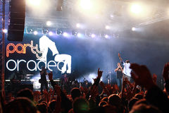 Fotografen von der Partei Oradea auf Stadium am Frachtkonzert an Oktober-Fest in Oradea Rumänien Lizenzfreies Stockbild