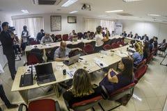Fotografer och journalister på presskonferensen i den Sao Paulo staden arkivfoton