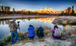 Fotografer på den storslagna Teton nationalparken Royaltyfri Fotografi