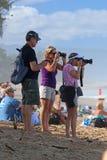 Fotografer på stranden Fotografering för Bildbyråer